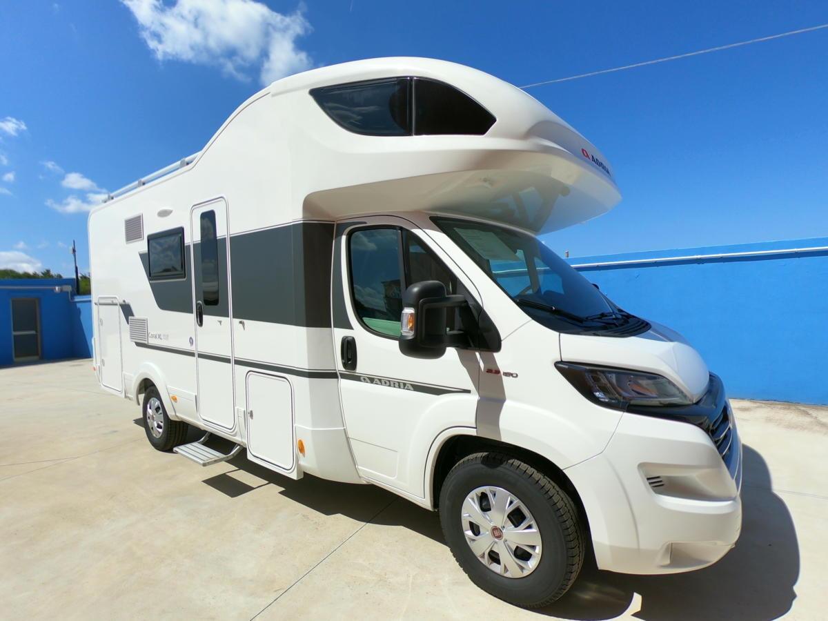 8 Plätze - Exclusive Coral 800 DP - Wohnmobil mieten in Sardinien